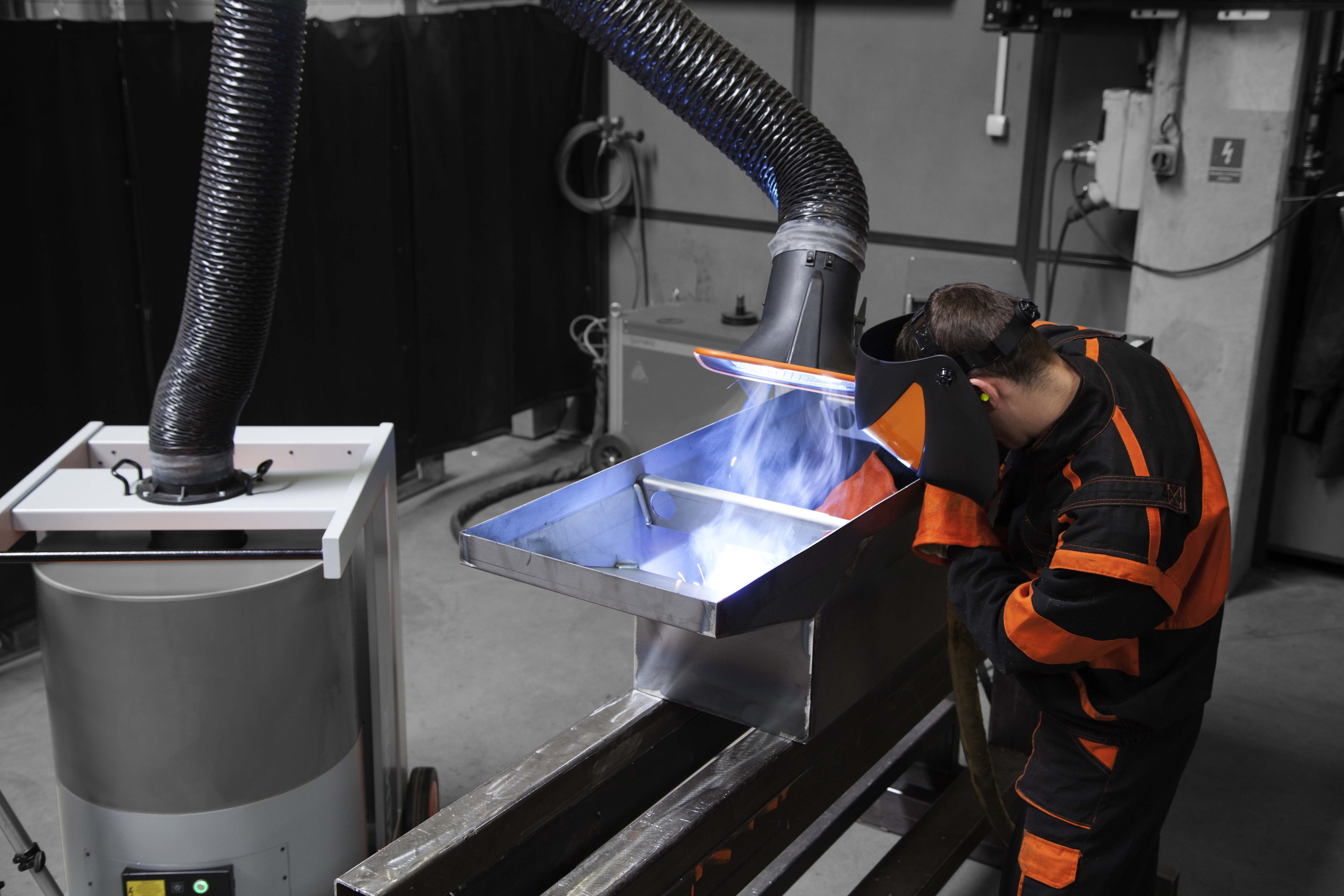 Air return system during chrome-nickel-steel welding works