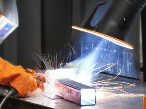 Der Grenzwert für Mangan im Schweißrauch ist eine Hürde für Betriebe bei der Einhaltung gesetzlicher Vorgaben für den Arbeitsschutz.