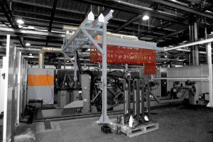 Schweißrauchabsaugung beim Roboterschweißen an mehreren festen Arbeitsplätzen mit Roboter auf Schienensystem